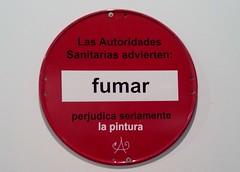 Antonio Pérez. Las Autoridades Sanitarias advierten, fumar perjudica seriamente la pintura. Stand. Fundación Antonio Pérez