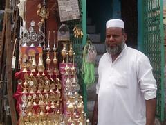 Muslim_surma_seller_2
