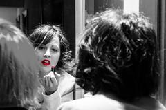 Labios rojos (lvaro Hurtado) Tags: friends red portrait bw color colour cutout rojo natural retrato makeup lips labios lipstick amigas technique maquillaje rojos pintalabios desaturacin selectiva d3100