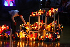 Mil plegarias (TobiTr3s) Tags: luz luces antioquia tradicin veladoras religiosa