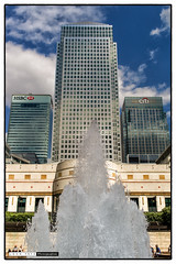 150627_155829 (Snappist) Tags: leica fountain canarywharf 1canadasquare cabotsquare