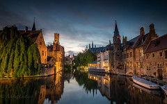 Nightfall at Bruges (Mika Laitinen) Tags: belgium bruges canon7dmarkii europe architecture city cityscape longexposure nightfall sky sunset twilight water brugge vlaanderen be