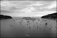 Le port de Villefranche-sur-Mer et la baie vue de St-Jean-Cap-Ferrat (Réal Filion) Tags: mer france bateau villefranche voilier baie méditerranée côted'azur