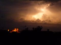 un samedi soir dans les airs (domclavaud) Tags: ciel nuages nuit orage cathedrale auch gers midipyrnes clairs vision:sunset=098
