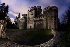 The Castle (raul_lg) Tags: castle night canon noche nocturna 28 castillo largaexposicion canon15mmfisheye raullopez raullg