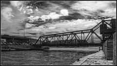 Puente levadizo sobre el canal (Fernando Fornis Gracia) Tags: landscape puente mar paisaje cielo nubes urbano francia ste