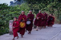 Monks collecting alms (hjuengst) Tags: foot asia asien burma monk myanmar birma mönch füse nikond7000