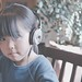 SAKURAKO listens to music with BOSE.