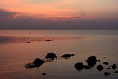 sunset @ secret beach (chrmoe) Tags: thailand kohphangan kophangan secretbeach sunset sea meer sonnenuntergang stones
