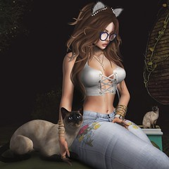 ❤️  Meow. (ℒزdsα) Tags: mystictiger truth hillyhaalan bueno realevilindustries zoom mg maxigossamer cat pet kitty girl itdoll doll lotd mesh avatar blog blogger sl slblogger secondlife cute night snapshot game glasses jeans denim flor flower embroidered catwa maitreya