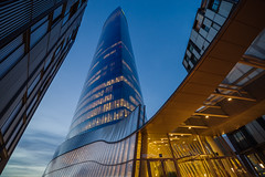 La torre de cristal (Juan Ig. Llana) Tags: bilbao bilbo euskadi españa torreiberdrola entrada edificio cristal arquitectura horaazul irix15mm zb