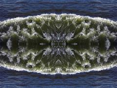 Splash Boom Bang (Ed Sax) Tags: wasser welle platsch splash boom bang platscher klatscher wasserbombe wellen kunst art edsax hamburg elbe river flus muster pattern design photokunst kunstphotographie fotokunst blau grün green blue violet abstrakt