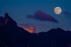 Moonrise and Sunset (tom.leuzi) Tags: sunset shadow sky moon mountain mountains nature silhouette night clouds landscape schweiz switzerland mond sonnenuntergang zoom nacht dusk natur himmel wolken berge clear tele peaks schatten schwyz glarus einsiedeln telezoom glrnisch innerschweiz sihlsee canonef70300mmf456isusm canoneos7d