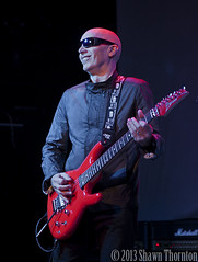 Joe Satriani - Macomb Music Theater - Mt. Clemens, MI - 09/22/13