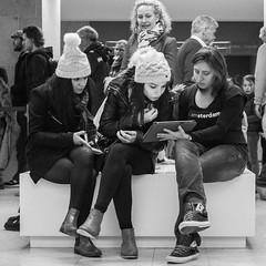 Amsterdam, Rijksmuseum (Bart van Dijk (...)) Tags: city ladies girls urban bw netherlands monochrome amsterdam bench blackwhite women meiden zwartwit nederland citylife streetphotography squareformat dailylife rijksmuseum vrouw meisjes stad vrouwen zw bankje stadsarchief monochroom peopleinthecity straatfotografie peopleinthestreets straatnamen dagelijksleven mensenopstraat stadsleven peopleinamsterdam stadsarchiefamsterdam canoneos7d mensenindestad vierkantformaat 11format bartvandijk breeblebox menseninamsterdam canonef24105f40l cityarchivesamsterdam