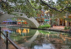 Footbridge over the famous San Antonio River Walk (PhotosToArtByMike) Tags: sanantonio downtown texas footbridge riverwalk pedestrianbridge sanantoniotexas sanantonioriverwalk paseodelrio riverfrontrestaurant