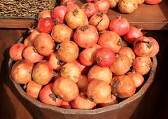 granaatappels - melograne (Kristel Van Loock) Tags: fruit pomegranate pomegranates granada grenade frutta melograno nar punicagranatum granaatappels turksfruit melograne turkishfruit