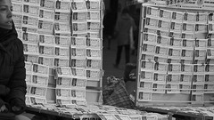 Números y frío (Joe Lomas) Tags: madrid street leica urban españa navidad calle spain candid loteria m8 reality streetphoto urbano urbanphoto realidad callejero robado robados realphoto fotourbana fotoenlacalle fotoreal photostakenwithaleica leicaphoto