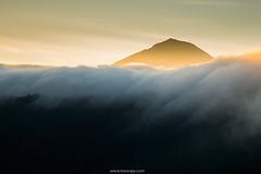 Beautiful foggy photo (Tonnaja Anan Charoenkal) Tags: bali mountain indonesia landscape view foggy