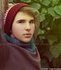 . (@ Ester Trigal Botijero) Tags: hojas gorro invierno labios mirada tronco frio hombre bufanda joven rubio estesinhache