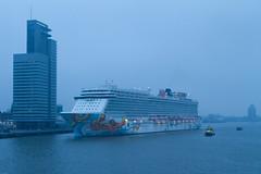 Norwegian Getaway meert aan in Rotterdam! (Durk Houtsma.) Tags: cruise rotterdam nederland cruiseship zuidholland cruiseterminal ncl cruiseschip portofrotterdam norwegiancruiseline cruiseport norwegiangetaway