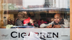Romance in a cafe (Flubie) Tags: gteborg gothenburg photowalk em5 lumix35100mm