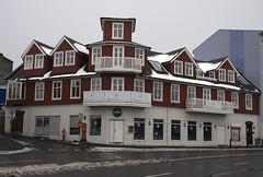 Srkennilegt hs  Reykjavk (helga 105) Tags: red house iceland special rautt hs srstakt helga105