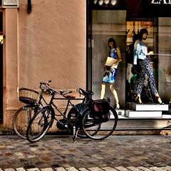 vélo -explore- (archifra -francesco de vincenzi-) Tags: street italy mannequin bike bicycle square bicicleta vélo ravenna carré bicicletta archifraisernia francescodevincenzi