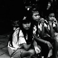 P6070574-3 (25 minutes) Tags: life street people bw bali white black nature indonesia lumix asia olympus snap omd 25mm streetsnap em5 omdem5