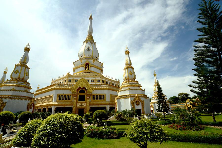 The impressive Phra Maha Chedi Chai Mongkol pagoda in Roi Et