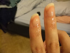 DSCF6964 (ongle86) Tags: ongles nails rongés biting pouce thumb sucé sucking doigts fingers hand mains fetishisme