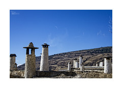... (ángel mateo) Tags: ángelmartínmateo ángelmateo capileira laalpujarra granada sierranevada andalucía españa vidarural cielo nubes arquitecturarural chimenea spain andalusia rurallife clouds sky ruralarchitecture chimney