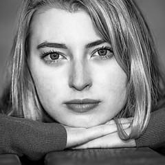 Dans le regard de Solenne (liofoto) Tags: canon eos6d sigma70200 noiretblanc blackandwhite portrait yeux regard visage eyes face