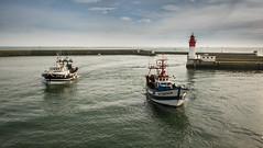 retour de pêche (clos du pontic) Tags: chalutiers mer pêcheurs pêche guilvinec finistère port jetée eau
