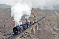 The bridge at Qing Bai Shi (Bingley Hall) Tags: rail railway railroad transport train transportation trainspotting steam locomotive engine china qingbaishi lanzhou freight bridge loess qj 2102