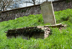 Grave on a Slope (Peaf79) Tags: cemetery grave exeter exetercatacombs