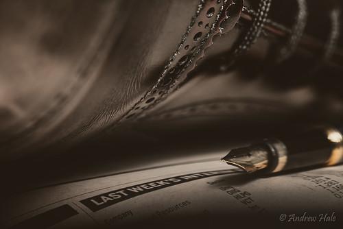 city pen nikon financialtimes speedlight zigzag lightbox brogue finance d800 stockmarket equities shares macromonday grenson drewan sb700 umbrelladiffuser watermanfountainpen macromondayzigzagtheme cantbelieveiforgottoincludeazigzagchartofstockpricemovement