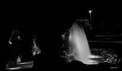La Cascada, Parque Europa en Torrejón de Ardoz (Santos M. R.) Tags: white black blanco noche agua negro gruta cascada cueva