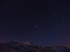 Jupiter und Geminiden ber den Piz Cambrena (papinifoto) Tags: longexposure winter schweiz berge jupiter alpen meteor sterne langzeitbelichtung bernina morgenlicht sternschnuppen geminiden berninagebiet vision:mountain=0558 vision:outdoor=099 vision:sky=0966 vision:clouds=0828