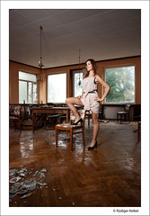 Kerstin (der-den-Kaugummi-kaut) Tags: portrait sexy stockings girl nikon babe pantyhose nylon fahion urbex strumpfhose lostplaces d80 halterlose nylony