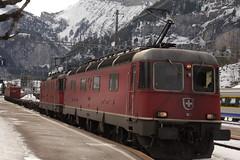 Güterzug mit SBB Lokomotive Re 6/6 11670 mit Taufname Affoltern am Albis und SBB Lokomotive Re 4/4 II 11348 beim Bahnhof Kandersteg im Berner Oberland im Kanton Bern in der Schweiz (chrchr_75) Tags: chriguhurnibluemailch christoph hurni schweiz suisse switzerland svizzera suissa swiss kantonbern chrchr chrchr75 chrigu chriguhurni 1402 februar 2014 hurni140215 albumbahnenderschweiz bahn eisenbahn train treno zug bahnen schweizer albumsbbre66lokomotive re66 re620 re 66 620 schweizerische bundesbahn bundesbahnen lokomotive lok sbb cff ffs slm februar2014 albumsbbre44iiiii re44 44 triebfahrzeug elektrolokomotive