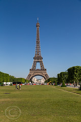 Paris June 2015 212 - Champ de Mars (Mark Schofield @ JB Schofield) Tags: street city paris france tower bike seine kids champselysees boat boulevard traffic candid arc triomphe scooter eiffel tourist telescope commute champdemars montparnasse financial defense selfy haussman migrants