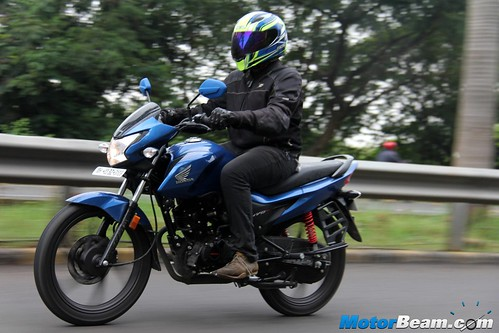 2015-Honda-Livo-02