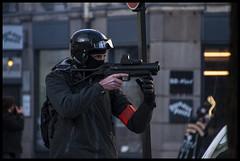 police en état d'urgence (rodgerbip) Tags: police manif etat urgence attaque casque couleur flic casse protection