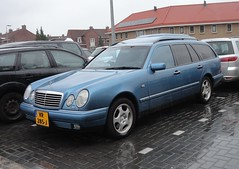 Mercedes S210 E320 4-Matic 10-1-1998 VR-285-J (Fuego 81) Tags: mercedes s210 e320 4matic van 1998 vr285j eclass w210 commercial bestelwagen grijskenteken
