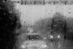 Viajando bajo la lluvia - Travelling under the rain (alejo_921010) Tags: 2012 bergen erasmus escandinavia europa europe hordaland midhorland noruega norway places scandinavia agua autobús bw blackandwhite blancoynegro blur bus car carretera coche cristal defocus desenfoque enlacarretera estaciones glass gota lluvia month move movement movimiento naturaleza nature ontheroad photographicgenre porcarretera rain road roadtransport seasons september septiembre summer transport transporte travel trip ventana verano viaje water waterdrop window year