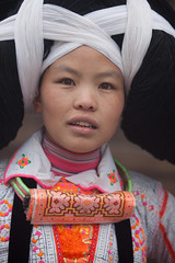 Guizhou : Longga village, Changjao Miao #17 (foto_morgana) Tags: china portrait people woman face outdoors mujer asia native embroidery character femme traditional tribal frau tribe guizhou ethnic portret hairstyle vrouw hmong ethnicity traditionalculture headgear hairdress minorities traditionalclothing etnia ethniccostume traditionnel anshun persoonlijkheid longhornmiao karakter traditioneel nomodelrelease ethnie caractre facefront miaopeople minderheden qingmiao xinyao baimiao editorialonly whitemiao etniciteit changjiaomiao forestmiao hmongvrong jiaojiaomiao changjaomiao longgavillage