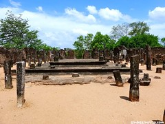 "ruinas de Polonnaruwa • <a style=""font-size:0.8em;"" href=""http://www.flickr.com/photos/92957341@N07/9164269703/"" target=""_blank"">View on Flickr</a>"
