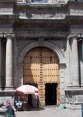 af1306_8670 (Adriana Fchter) Tags: door old city cidade history quito ecuador puerta capital porta oldtown historia equador portas historico