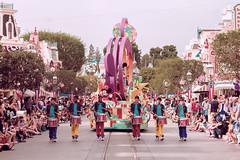 238/365. (chris.alcoran) Tags: street st canon mouse photography drum disneyland main sigma disney mickey parade photoaday minnie 70300mm walt drumline project365 photoaday365 soundsational